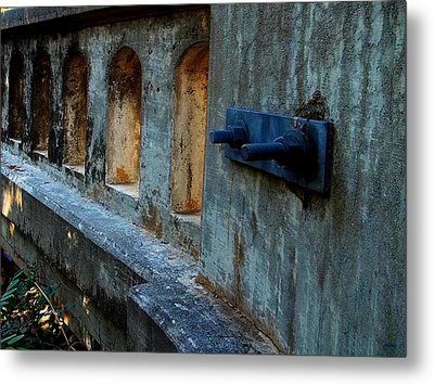 Metal Print featuring the photograph Holding Things Together by Glenn McCarthy Art and Photography