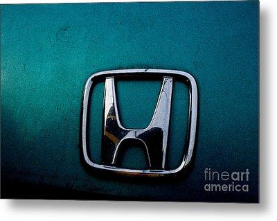 Honda Civic Hood Badge - Img4514 Metal Print by Wingsdomain Art and Photography