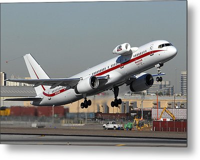 Honeywell Boeing 757 Engine Testbed At Phoenix Sky Harbor On November 11 2010 Metal Print by Brian Lockett