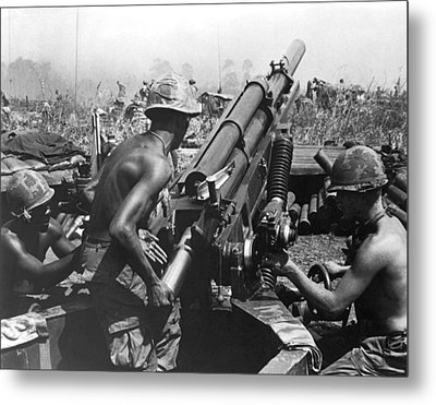 Howitzer Crew In Action Metal Print by Underwood Archives