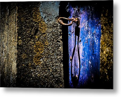 Metal Print featuring the photograph Inside by Edgar Laureano