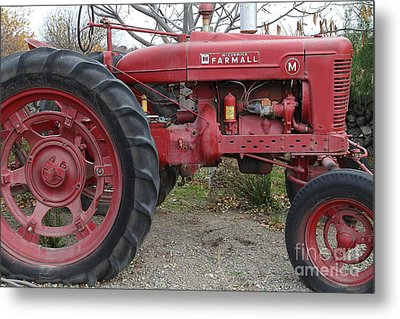 International Harvester Mccormick Farmall Farm Tractor . 7d10323 Metal Print by Wingsdomain Art and Photography