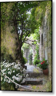 Inviting Courtyard Metal Print by Carla Parris