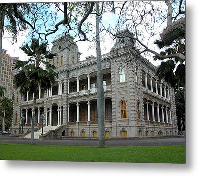 Metal Print featuring the photograph Iolani Palace, Honolulu, Hawaii by Mark Czerniec