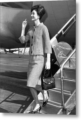 Jacqueline Kennedy Deplanes In New York Metal Print by Everett