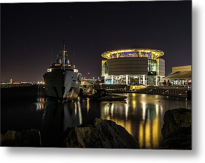 Metal Print featuring the photograph Jamaica Bay At Discovery World by Randy Scherkenbach