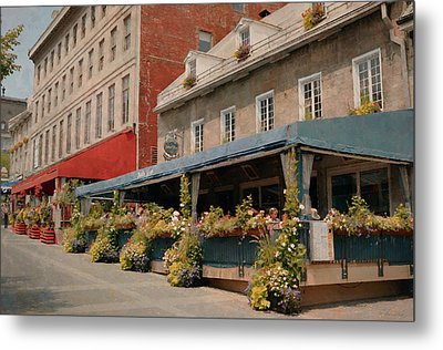 Jardin Nelson - Old Montreal Metal Print by Maria Angelica Maira