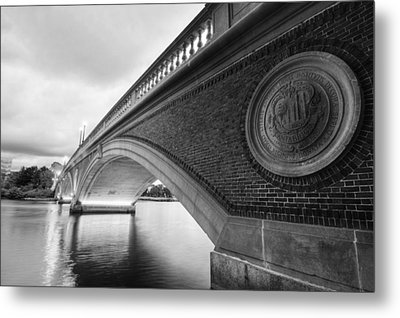 John Weeks Bridge Charles River Harvard Square Cambridge Ma Black And White Metal Print by Toby McGuire