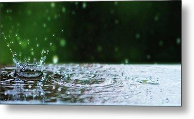 Kinetic Raindrops Metal Print by Lisa Knechtel