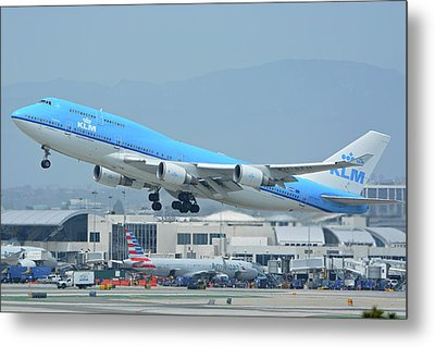 Metal Print featuring the photograph Klm Boeing 747-406m Ph-bfh Los Angeles International Airport May 3 2016 by Brian Lockett