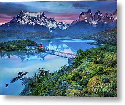 Lago Pehoe - March Metal Print by Inge Johnsson