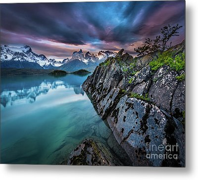 Lago Pehoe Twilight Metal Print