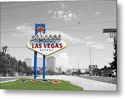 Las Vegas Welcome Sign Color Splash Black And White Metal Print by Shawn O'Brien