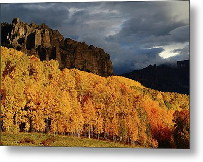 Metal Print featuring the photograph Late Afternoon Light On The Cliffs Near Silver Jack Reservoir In Autumn by Jetson Nguyen