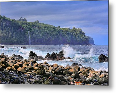 Metal Print featuring the photograph Laupahoehoe Point by DJ Florek