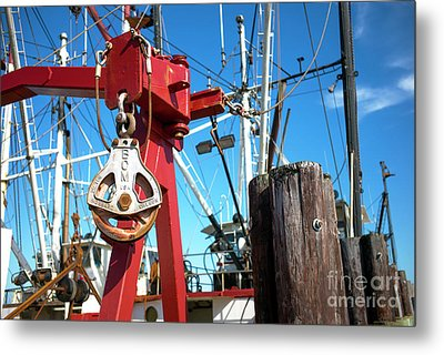 Metal Print featuring the photograph Lbi Boat Chain by John Rizzuto