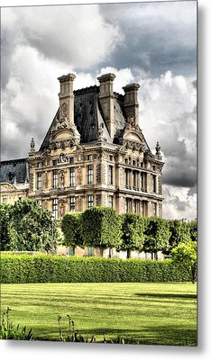 Le Musee Du Louvre Metal Print by Greg Sharpe