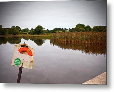 Lifebelt And Sign For The Samaritans Metal Print by Panoramic Images