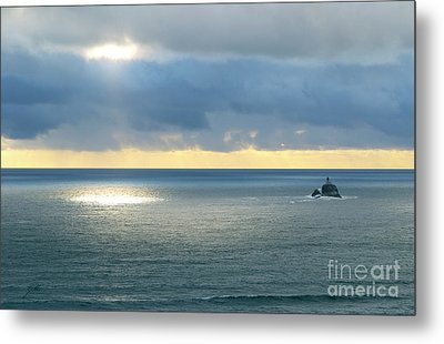 Metal Print featuring the photograph Light And Lighthouse by Suzette Kallen