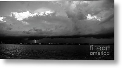 Light From The Darkness Metal Print by David Lee Thompson