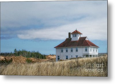 Metal Print featuring the photograph Lighthouse Residence by Gina Cormier