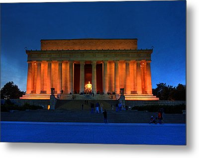 Lincoln Memorial By Night Metal Print