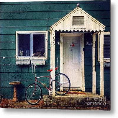 Metal Print featuring the photograph Livingston Bicycle by Craig J Satterlee