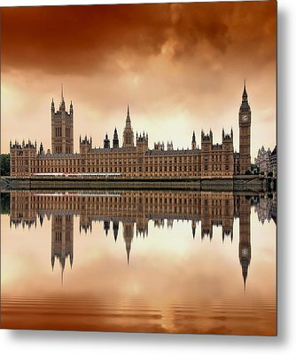 London Metal Print by Jaroslaw Grudzinski