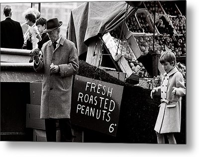 London 's Peanuts  (film) Metal Print by Didier Guibert