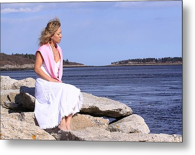 Love By The Sea Metal Print by Tom Johnson
