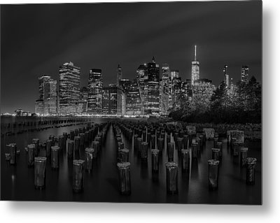 Manhattan And The Brooklyn Pileons In Black And White Metal Print by Andres Leon
