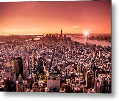 Manhattan In Red Metal Print by Nicklas Gustafsson