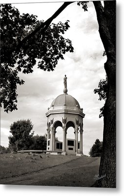 Maryland Monument Black And White Metal Print by Judi Quelland