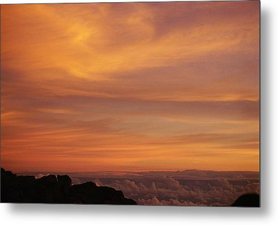 Maui Sunrise Metal Print by Gary Cloud