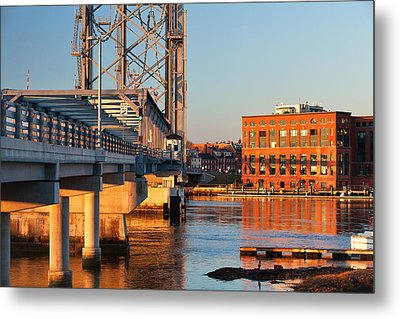 Memorial Bridge At Sunrise Metal Print by Eric Gendron