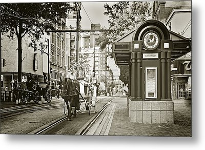 Memphis Carriage Metal Print by Liz Leyden