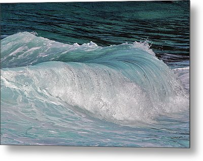 Mesmerizing Wave Metal Print