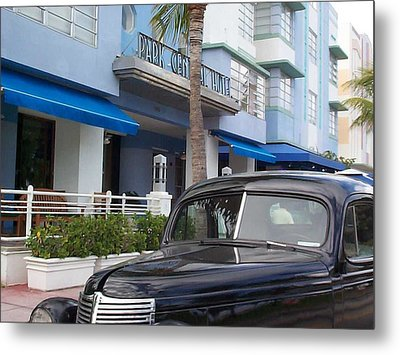 Metal Print featuring the photograph Miami Beach by Mary-Lee Sanders