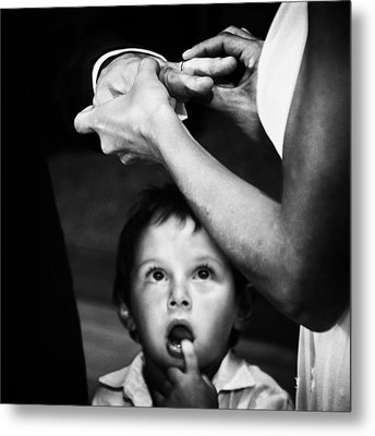 Mom, Dad, What's Going On?? Metal Print by Santiago Trupkin