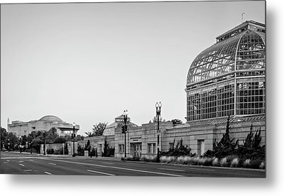 Monument Museum And Garden In Black And White Metal Print by Greg Mimbs