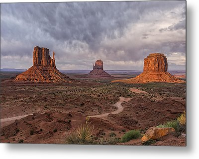 Monument Valley Mittens Az Dsc03662 Metal Print by Greg Kluempers