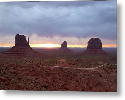 Monument Valley Sunrise Metal Print by Gordon Beck