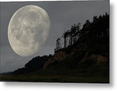 Moon At Roosevelt Beach Wa Metal Print