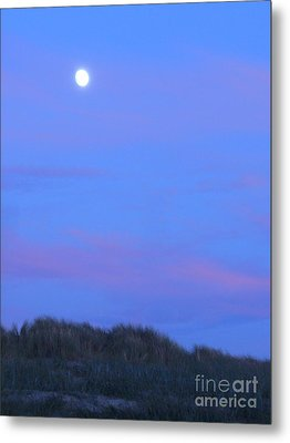 Moonrise At Ocean Beach 1 Metal Print