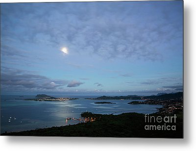 Moonrise Over Kaneohe Bay Metal Print by Charmian Vistaunet