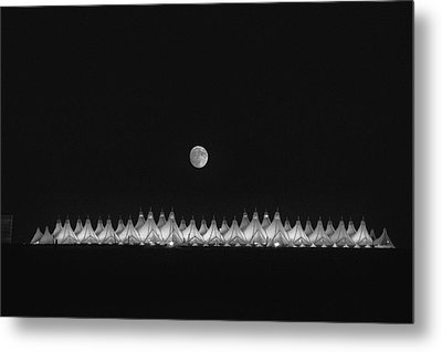 Moonset Over Dia Metal Print by Kristal Kraft