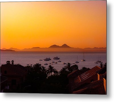 Metal Print featuring the photograph Morning Mist by Scott Carruthers