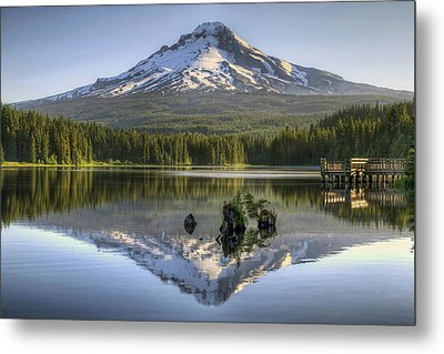 Mount Hood Reflection On Trillium Lake Metal Print by David Gn