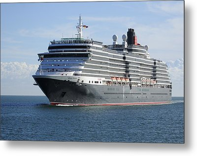 Metal Print featuring the photograph Ms Queen Victoria Approaching by Bradford Martin