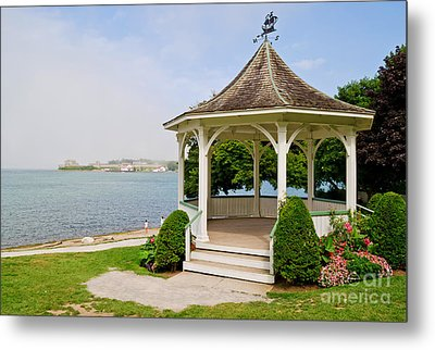 Niagara On The Lake Gazebo 2014 Metal Print by Maria Janicki